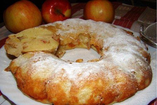 Вкусный сладкий пирог с яблоками на кефире