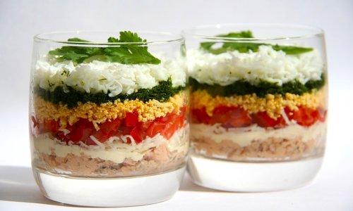 Салат мимоза с тунцом и огурцами