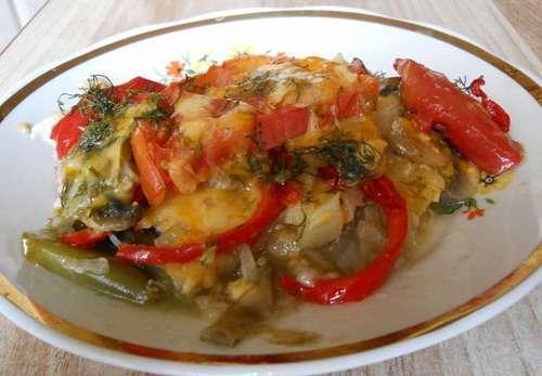 Куриное филе, запеченное в духовке с овощами слоями