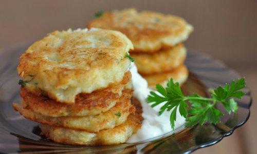 оладьи их печени и вареным картофелем