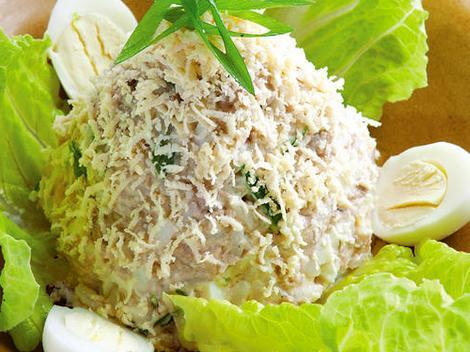 Вкусный и простой салат - печень трески с яйцом и рисом