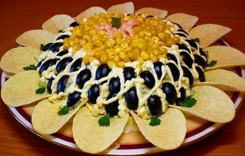 Праздничный салат «Подсолнух» с чипсами