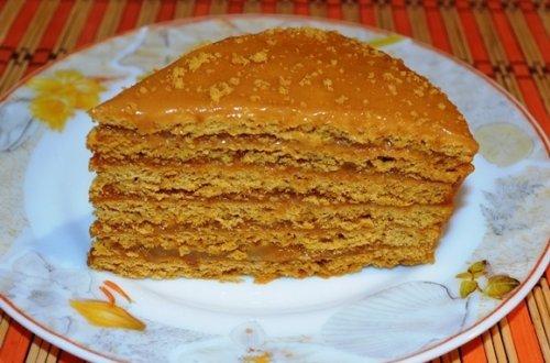 Песочный торт с вареной сгущенкой и грецкими орехами