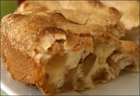 Как испечь пышную шарлотку с яблоками в духовке