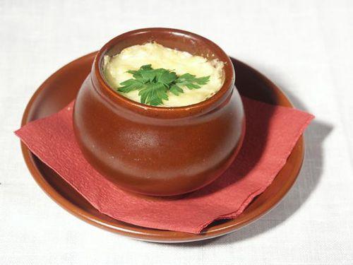 Пельмени в горшочке с молоком и с сыром