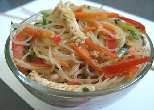 Салат из фунчозы с курицей рецепт пошаговый