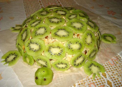 Быстрый торт черепаха с киви и клубникой